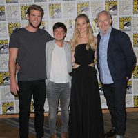 Josh Hutcherson, Jennifer Lawrence, Liam Hemsworth y Francis Lawrence en la Comic-Con 2015