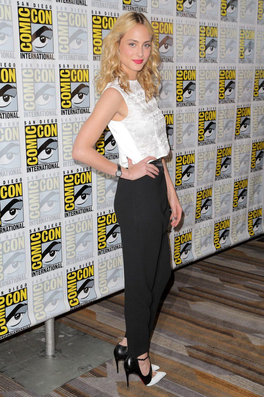 Nora Arnezeder en la Comic-Con 2015