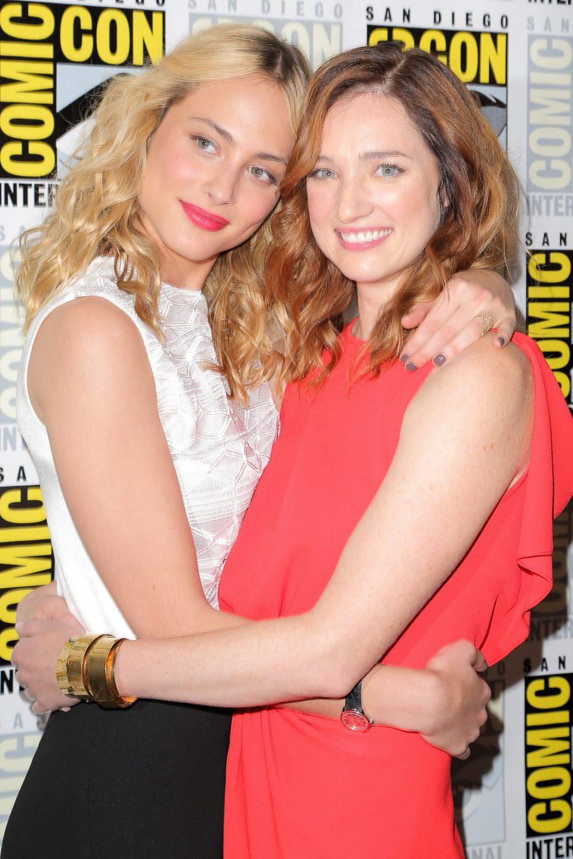Kristen Connolly y Nora Arnezeder en la Comic-Con 2015