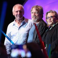 Harrison Ford , Mark Hamill and Carrie Fisher with lightsabers at Comic -Con 2015