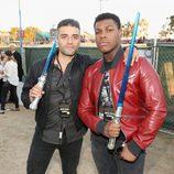 Oscar Isaac y John Boyega en la Comic-Con 2015