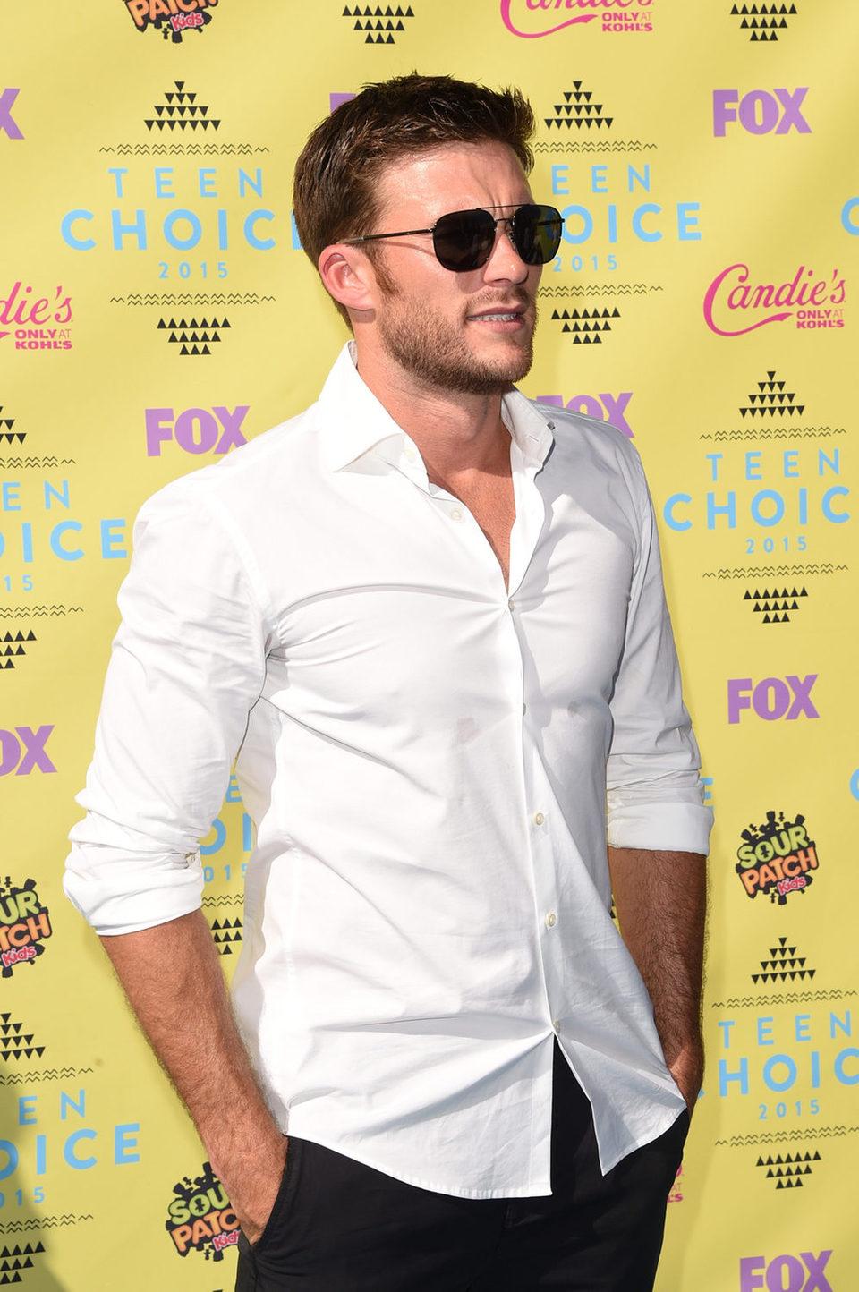 El actor Scott Eastwood en la alfombra roja de los Teen Choice Awards 2015