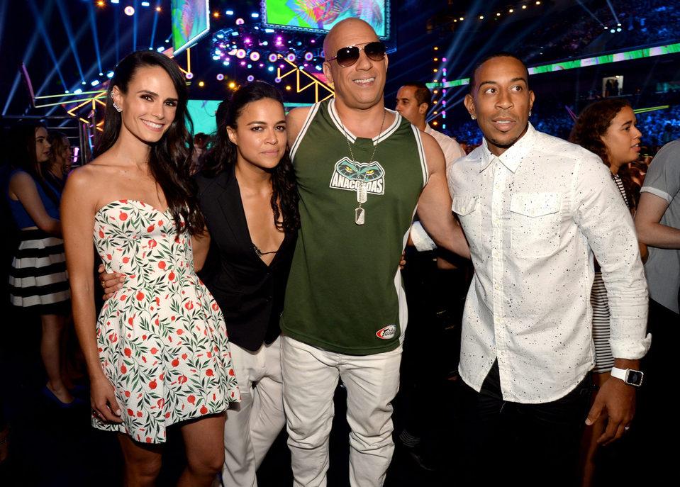 Jordana Brewster, Michelle Rodríguez, Vin Diesel y Ludacris en la gala de los Teen Choice Awards 2015