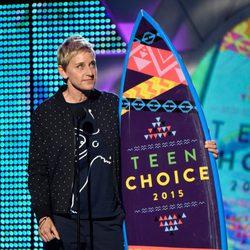 Ellen DeGeneres recoge el Choice Comedian Award en los Teen Choice Awards