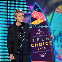 Ellen DeGeneres recoge el Choice Comedian Award en los Teen Choice Awards