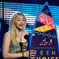 Chloë Grace Moretz recoge el premio Choice a la mejor Actriz de Drama en los Teen Choice Awards