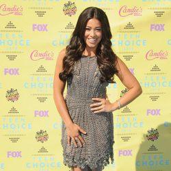 La actriz Gina Rodríguez llega así de guapa a los Teen Choice Awards 2015