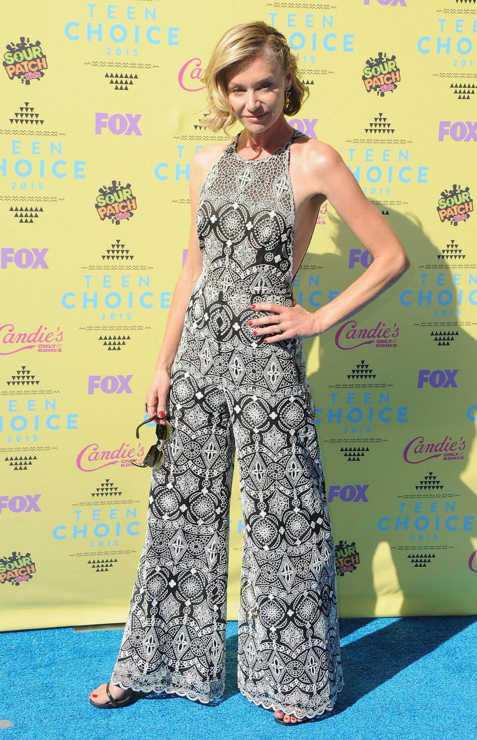La actriz Portia de Rossi posa en los Teen Choice Awards 2015
