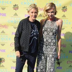 Ellen DeGeneres y Portia de Rossi en la alfombra roja de los Teen Choice Awards 2015