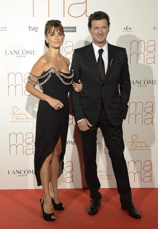 Penélope Cruz y Julio Médem en la premiere de 'Ma ma' en Madrid