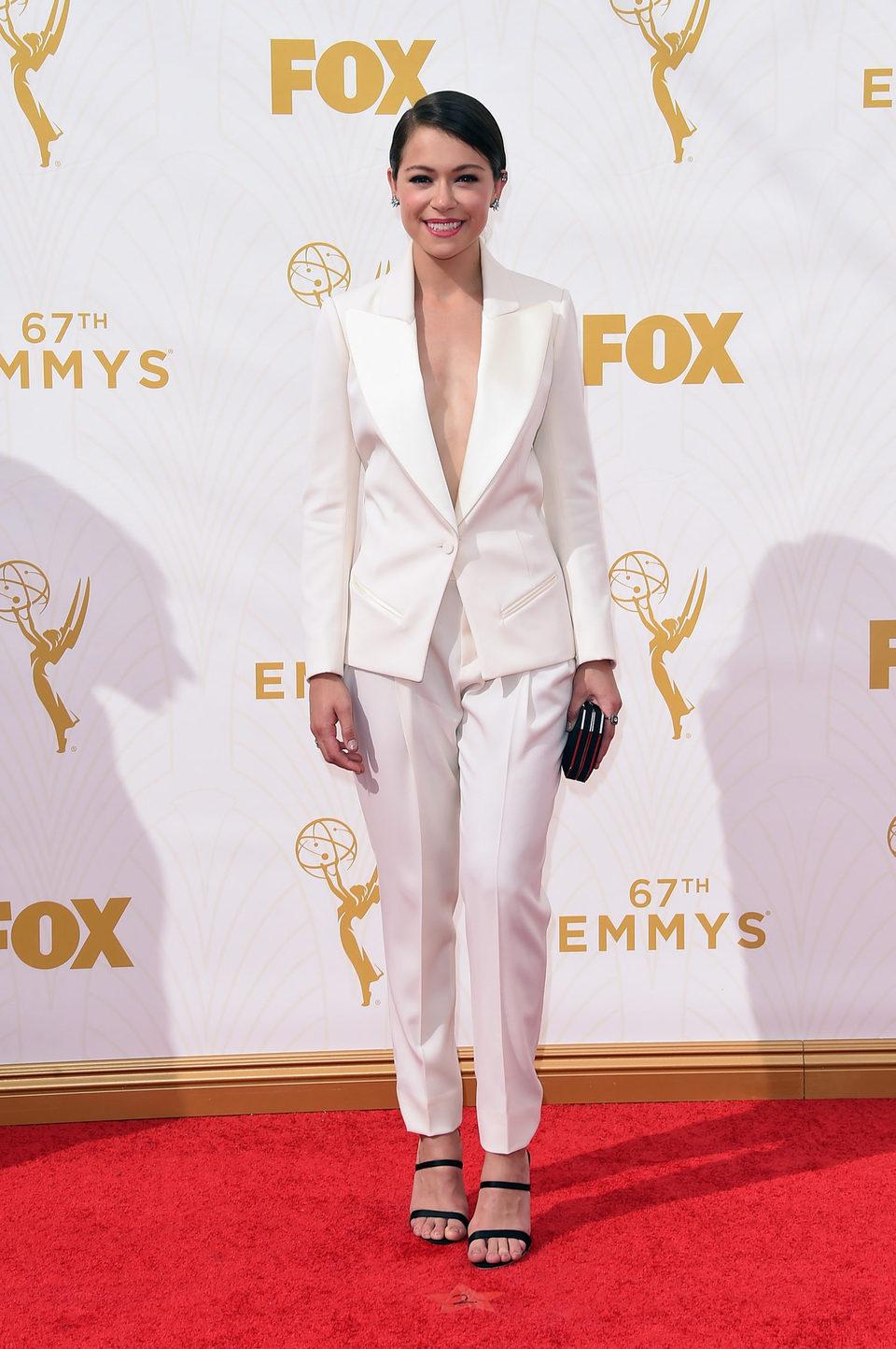 Tatiana Maslany en la alfombra roja de los Emmy 2015