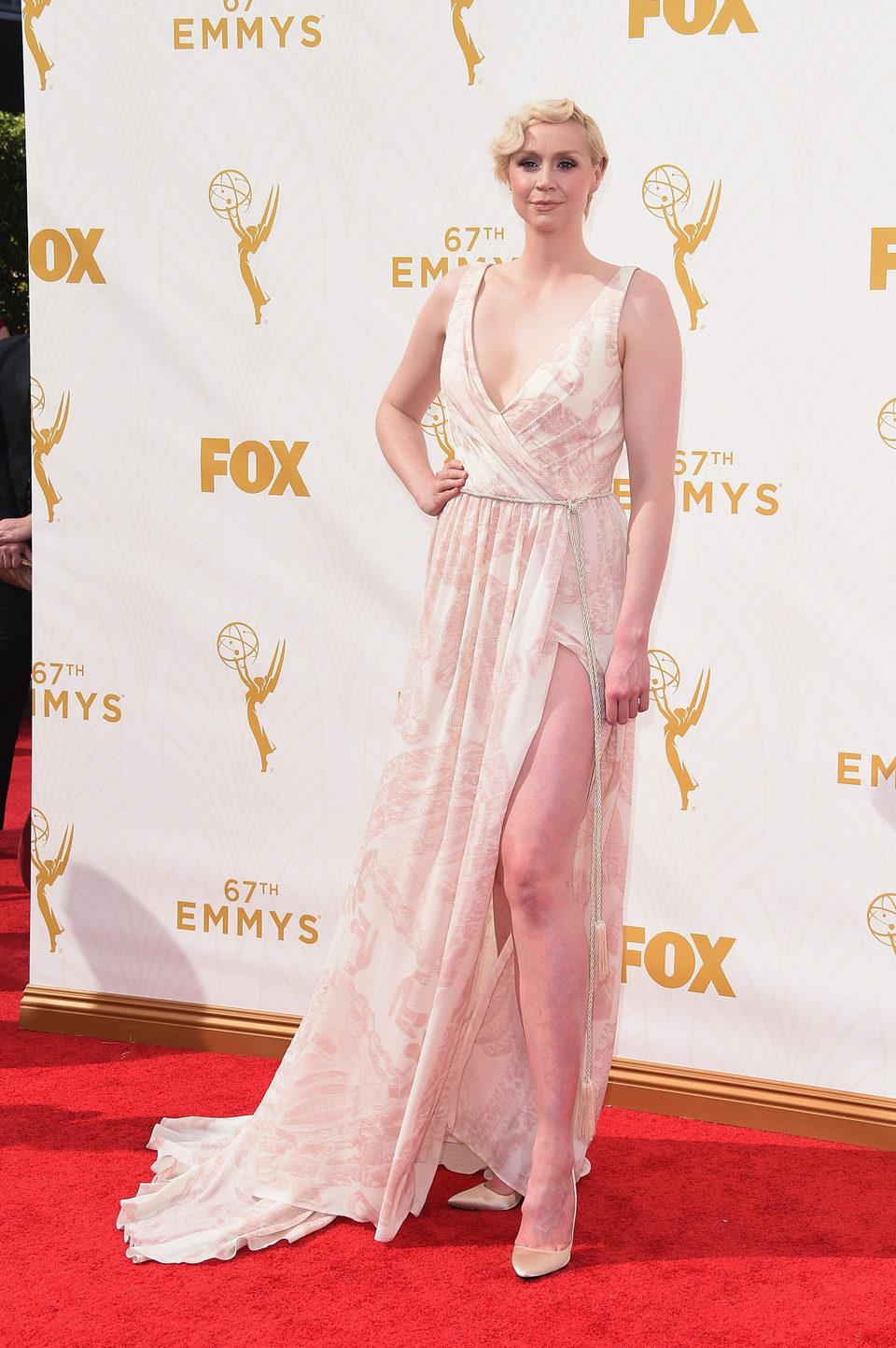 Gwendoline Christie en la alfombra roja de los Emmy 2015