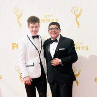 Rico Rodriguez y Nolan Gould en la alfombra roja de los Emmy 2015