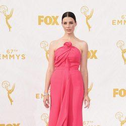 Jessica Pare en la alfombra roja de los Premios Emmy 2015