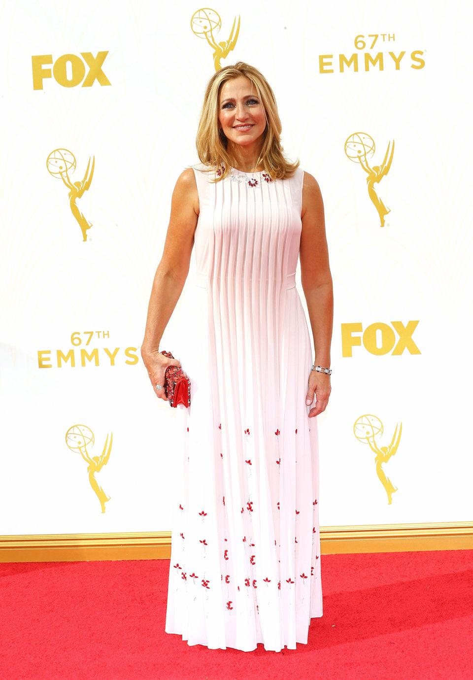 Edie Falco en la alfombra roja de los Premios Emmy 2015