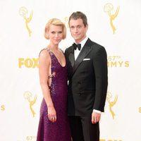 Claire Danes y Hugh Dancy en la alfombra roja de los Premios Emmy 2015