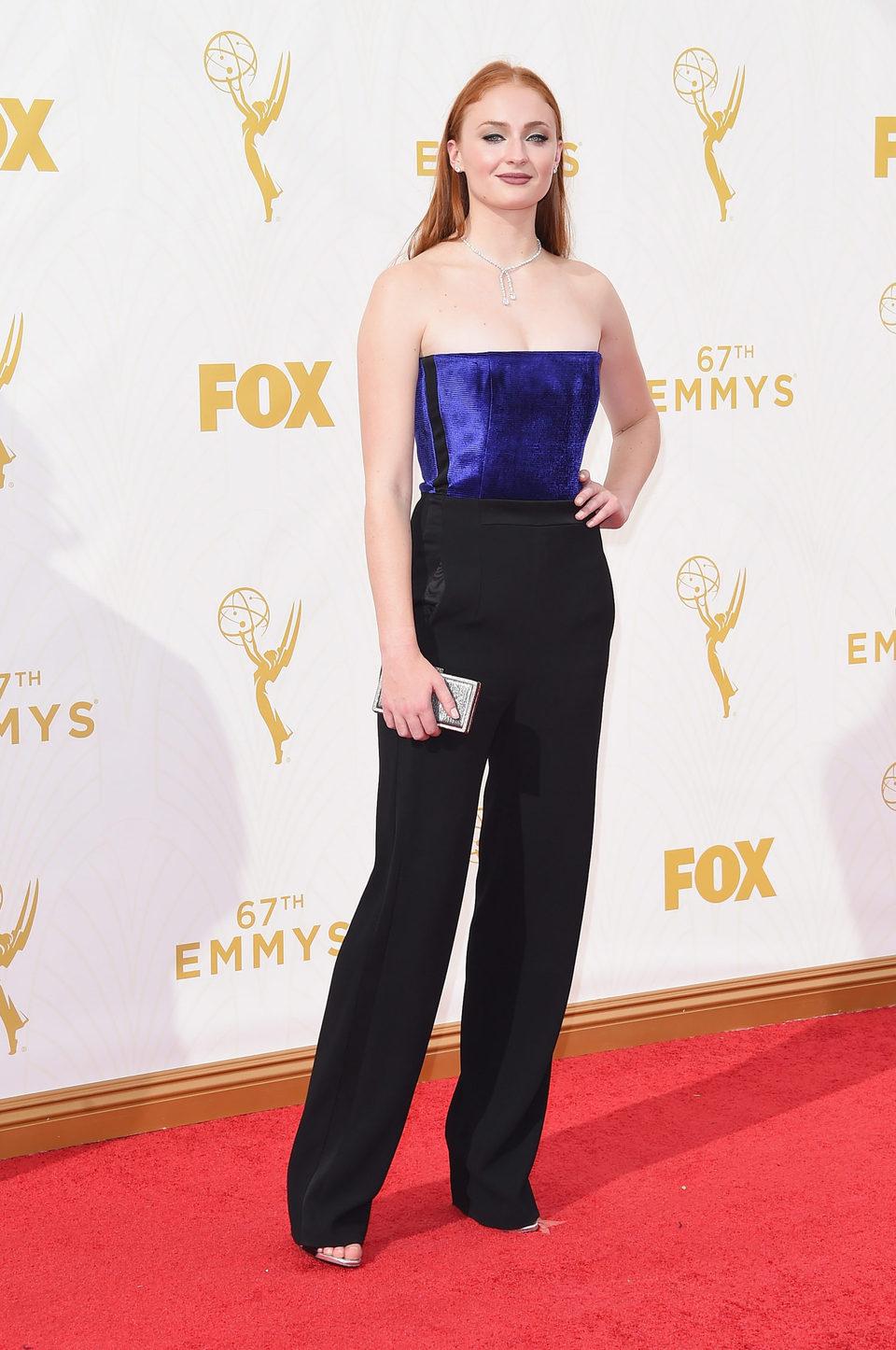 Sophie Turner en la alfombra roja de los Premios Emmy 2015