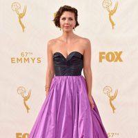 Maggie Gyllenhaal en la alfombra roja de los Premios Emmy 2015