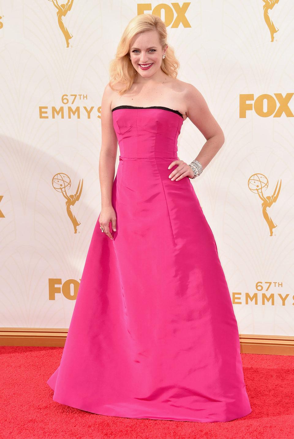 Elisabeth Moss en la alfombra roja de los Premios Emmy 2015