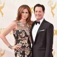 Kyle MacLachlan y Desiree Gruber en la alfombra roja de los Premios Emmy 2015