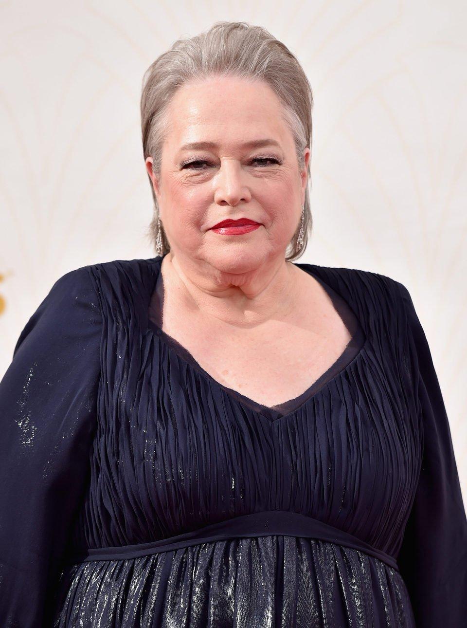 Kathy Bates en la alfombra roja de los Premios Emmy 2015