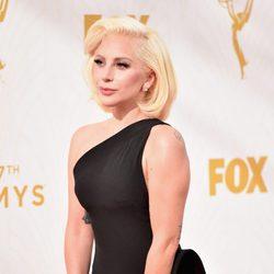Lady Gaga en la alfombra roja de los Premios Emmy 2015