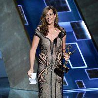 Allison Janney recibiendo el Premio Emmy 2015