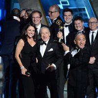 El equipo de 'Veep' recibiendo el Premio Emmy 2015