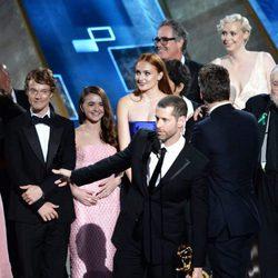 El equipo de 'Juego de tronos' recibiendo el Premio Emmy 2015