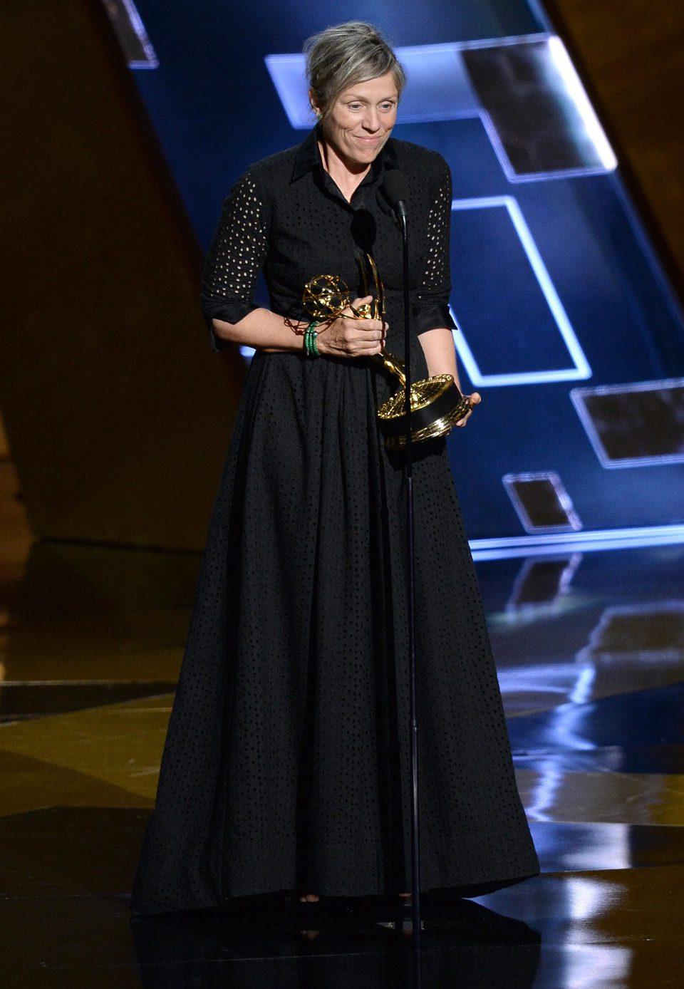 Frances McDormand recibiendo el Premio Emmy 2015