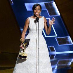 Regina King recibiendo el Premio Emmy 2015