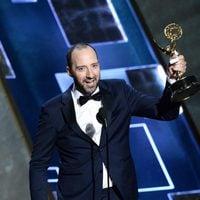 Tony Hale recibiendo el Premio Emmy 2015