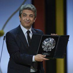 Ricardo Darín recibe la Concha de Plata al Mejor Actor por la película 'Truman' durante la ceremonia de clausura del Festival de Cine de San Sebastián