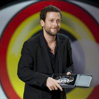 Joachim Lafosse recibe la Concha de Plata al mejor director por la película 'Les Chevaliers Blancs (Los Caballeros Blancos)' durante la ceremonia de clausu