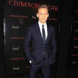 Tom Hiddleston en la premiere en Nueva York de 'La cumbre escarlata'