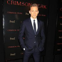 Tom Hiddleston en la premiere en Nueva York de 'La cumbre escarlata'