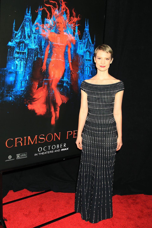 Mia Wasikowska en la premiere en Nueva York de 'La cumbre escarlata'