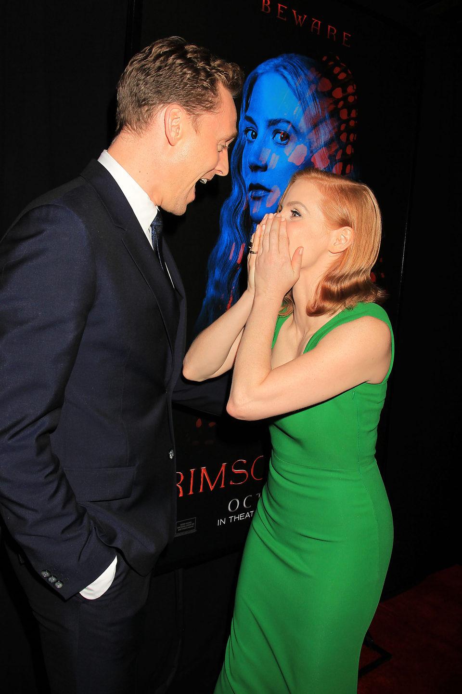 Jessica Chastain y Tom Hiddleston en la premiere en Nueva York de 'La cumbre escarlata'