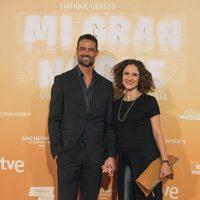 William Miller y su pareja en la premiere de 'Mi gran noche' en Madrid