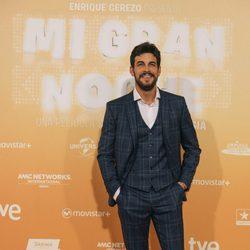 Mario Casas en la alfombra roja de su nueva película 'Mi gran noche'