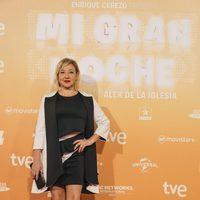 Carmen Machi posa de blanco y negro en la premiere de 'Mi gran noche'