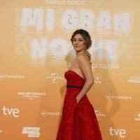 Blanca Suárez luce un vestido rojo y escote en la premiere de 'Mi gran noche'