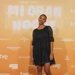 Berta Vázquez posa con un vestido negro de encaje en la premiere de 'Mi gran noche'