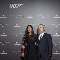 Sam Mendes y Monica Belluci en la premiere en Madrid de 'Spectre'