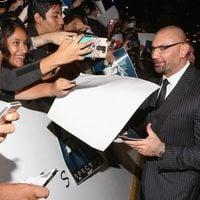 Dave Bautista con los fans mexicanos en la premiere de 'Spectre'