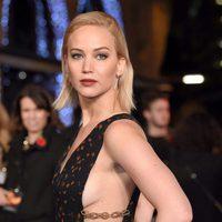 Jennifer Lawrence posa de manera sensual en la premiere de 'Los Juegos del Hambre: Sinsajo - Parte 2'