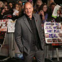 Woody Harrelson sonríe en la premiere de 'Los Juegos del Hambre: Sinsajo - Parte 2'