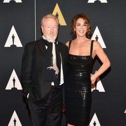 Ridley Scott y su pareja en los Governor's Awards 2015