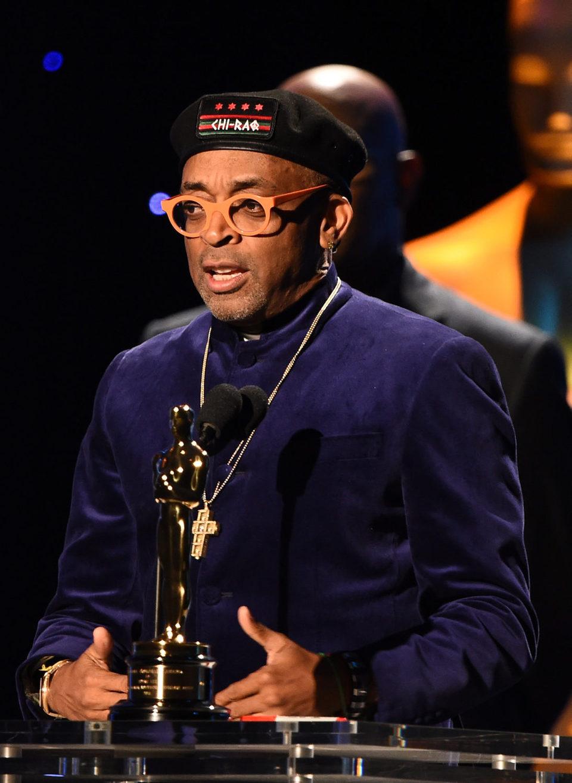 Spike Lee recibiendo el Oscar honorífico de la Academia