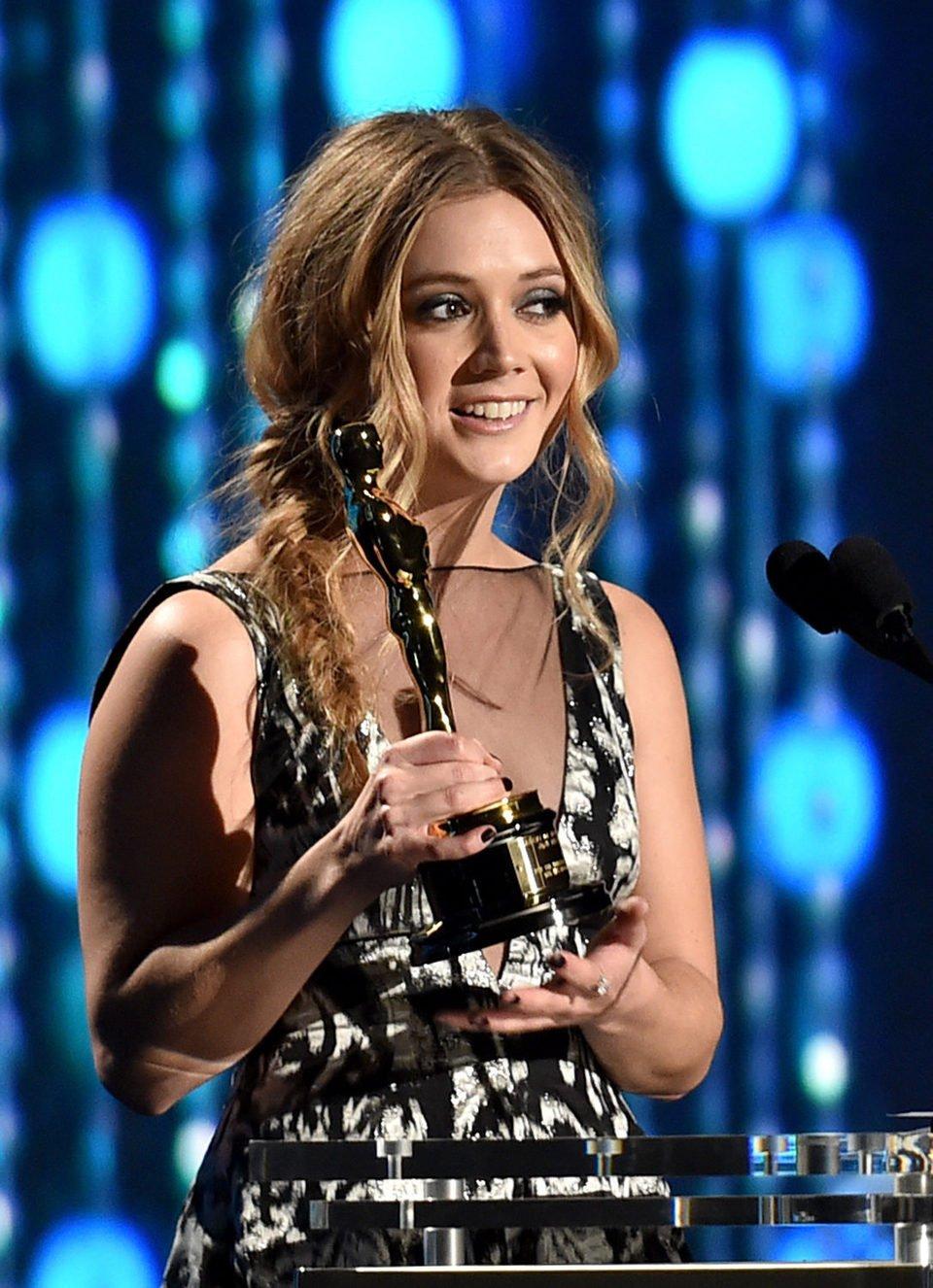 Billie Lourd recibe el Oscar honorífico de su abuela Debbie Reynolds